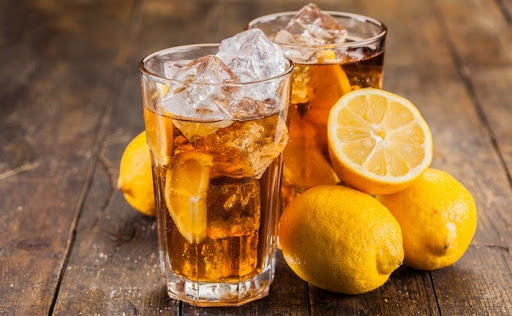 Two glasses of ice tea with lemons