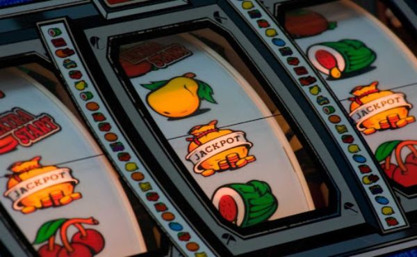 Old fruit machine design with jackpot symbols on reels